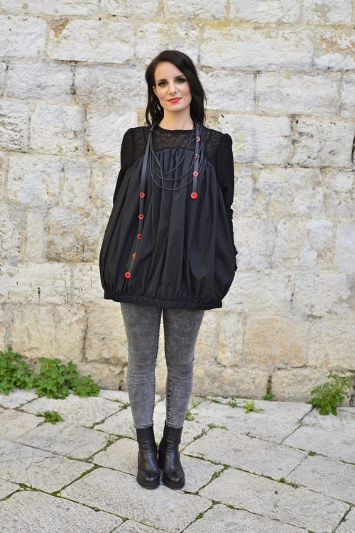 crna majica balon kroja, baloon, sa džepovima, nova kolekcija, dugih rukava, pogodna za proljece, jesen i zimu, za svaku priiliku