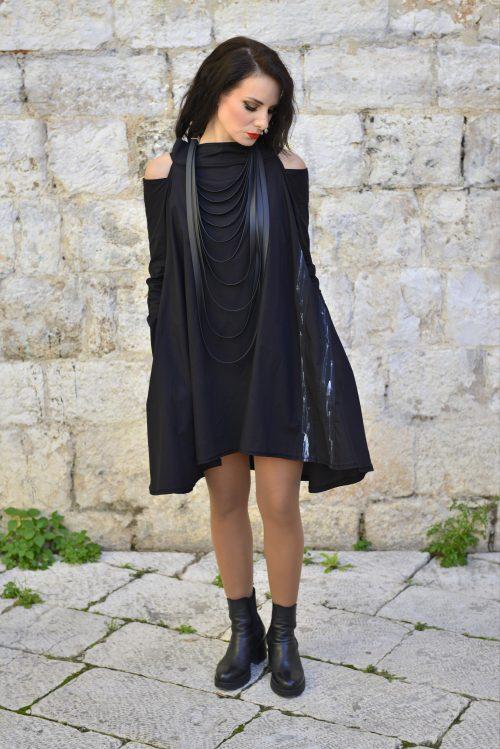 dekonstrirana haljina, golih ramena, sa aplikacijama sa strane, dostupna u svim velicinama i u vise boja, ima džepove, nova kolekcija, prirodni materijal, pamuk, ukrasni patent na leđma