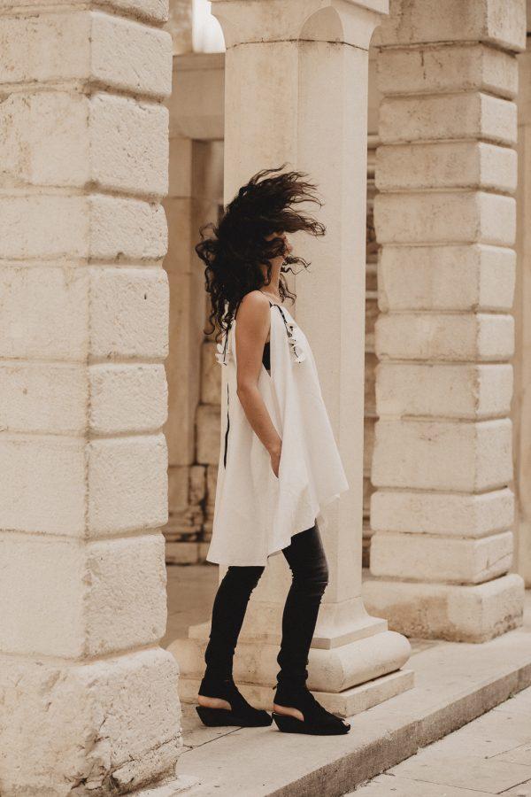 bluza, tunika, dekonstruirana, u bijeloj i crnj boji, nova kolekcija, pamuk, prirodni materijal, iza ukrasni patent