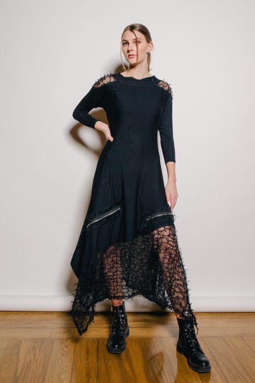 crna dekonstrurana haljina, prirodni materjal, viskoza, gore prati liniju tijela, a dolje se siri, detalji - srebrni patenti til. nova kolekcija