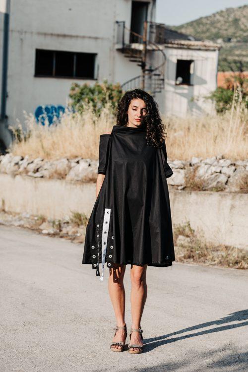 pamuk, prrodni materijal, crna dekonstruirana haljina, dostupna u svim veličinama, sa džepovima,, cf kao ukras na leđima, patent, otvorenih ramena, dostupna u svim veličinama,